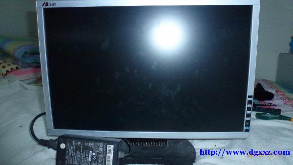出售恩伯尔液晶显示器19寸一台