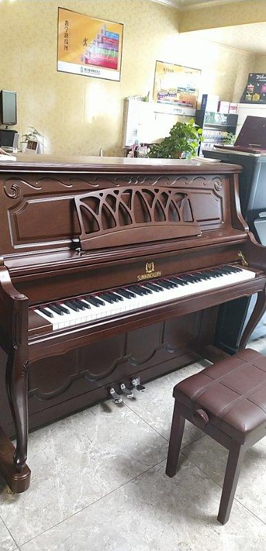 特价卖9成新钢琴一台